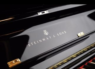 STEINWAY&SONS V125 Laqué Noir